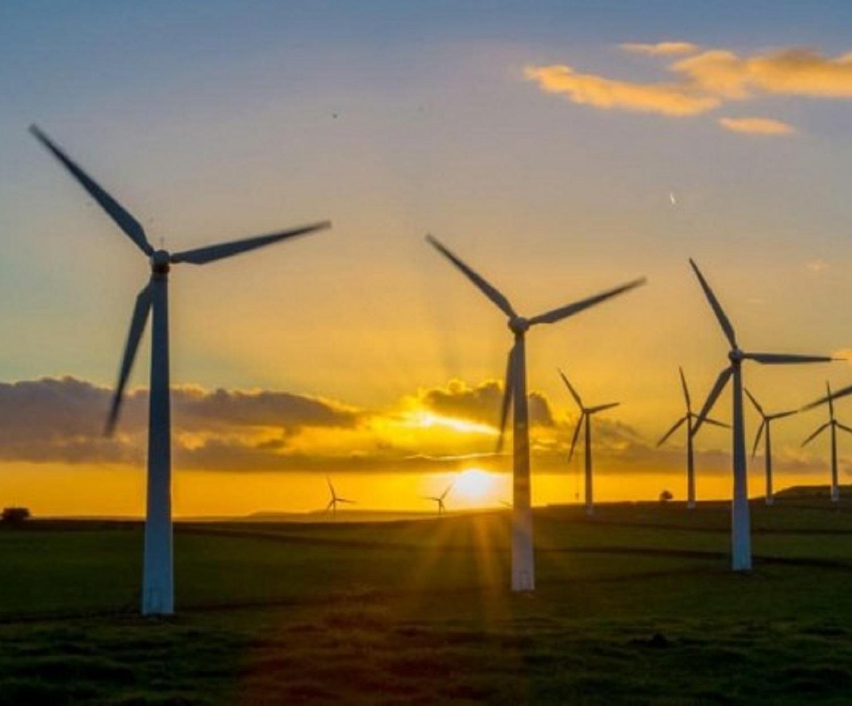 77307560_Wind_farm_onshore_sunset_-_Charlotte_Graham-REX_Shutterstock-xlarge_trans_NvBQzQNjv4Bq6J6r0Dxf764MplSGmeYPZX7OzdHleeEMxyVwIfziDcc-e1492499139353
