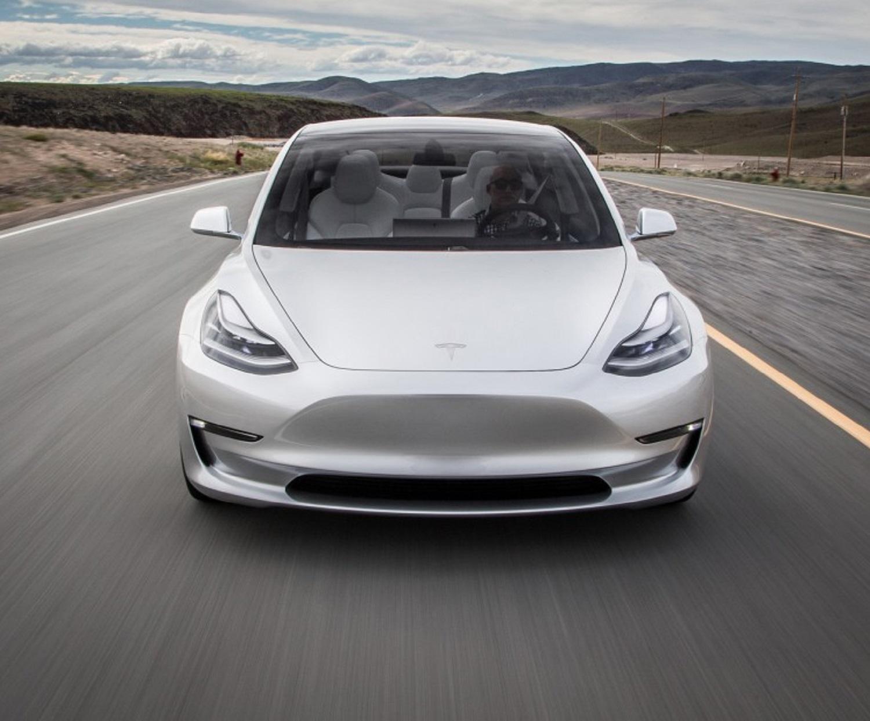 Tesla-Model-3-2017-012-1140x641